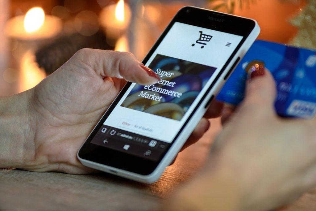 スマートフォンとクレジットカード