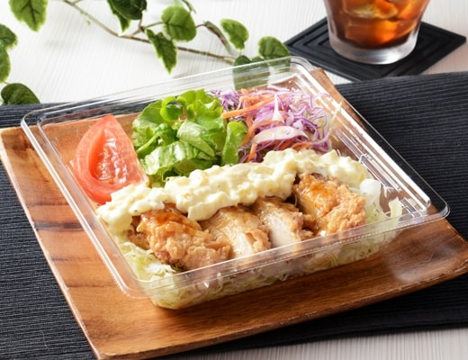 タルタルソースで食べるチキン南蛮サラダ